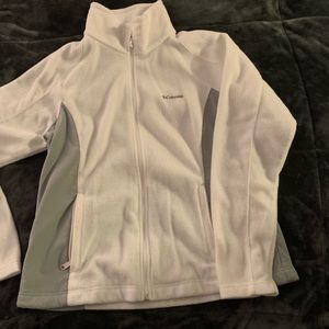 Woman's white/grey Columbia fleece in great cond!